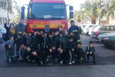 Visita de la 5ta Compañía del Cuerpo de Bomberos de Talca a Liceo Pablo Neruda de Talca
